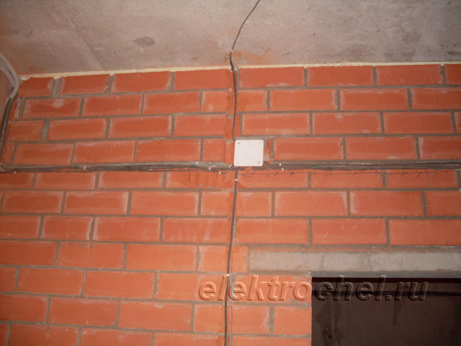 Монтаж кабеля по кирпичным стенам