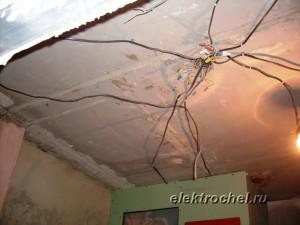 Паутина проводов на потолке, так делать нельзя