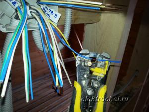 Зачащаем изоляцию проводов