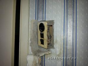 Обычный блок выключателей с розеткой